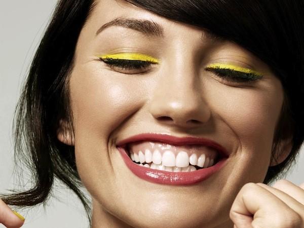 Làm trắng răng với chuối, bạn đã thử chưa ? (1)