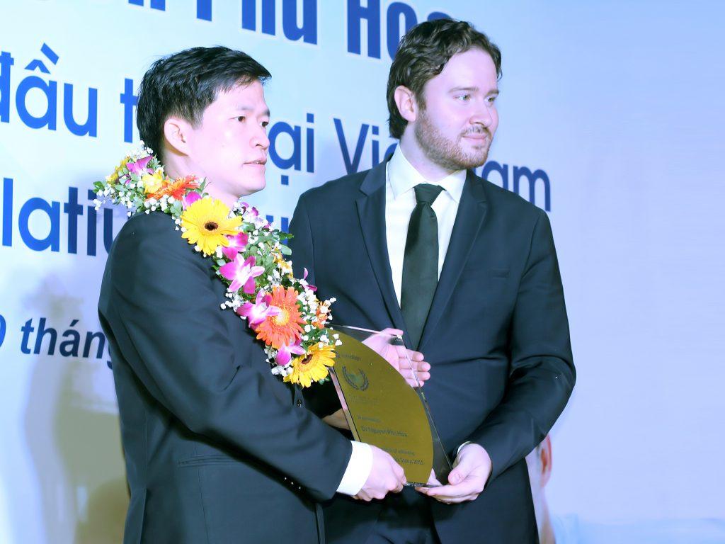 Bác sĩ nha khoa Việt Nam nhận danh hiệu Platinum Elite