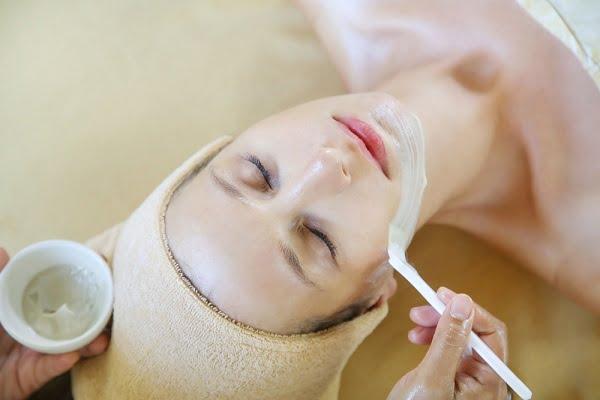 Hướng dẫn cách chăm sóc da ban đêm cho phụ nữ 30 tuổi - Sử dụng các loại kem dưỡng