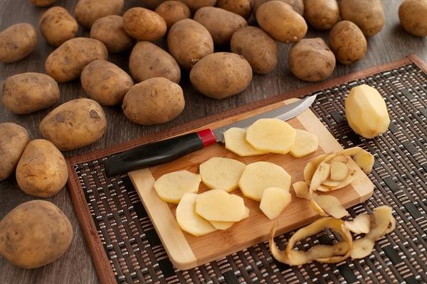 Cách làm trắng da mặt bằng khoai tây