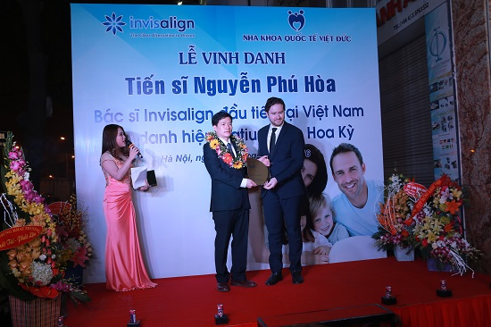 Lễ vinh danh tiến sĩ Nguyễn Phú Hoà nhận chứng chỉ invisalgin Platinum Elite