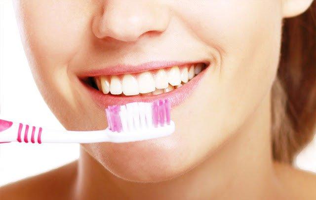 Đánh răng 2 lần/ngày và chải đúng cách